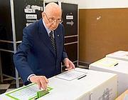 Napolitano alle urne per i quattro referendum del 2011 (Ansa/Giandotti)