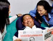 Chávez con le figlie nella foto diffusa all'Avana il 15 febbraio (Ap)