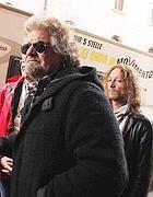 Valter Vezzoli è da molti anni l'ombra di Beppe Grillo (Ansa)