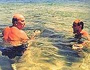 Craxi e Berlusconi insieme in una vacanza di diversi anni fa