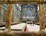 La Cappella Sistina attende i cardinali (Lapresse)