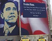 Il cartello   in Israele che preannunzia la visita di Obama (Epa)
