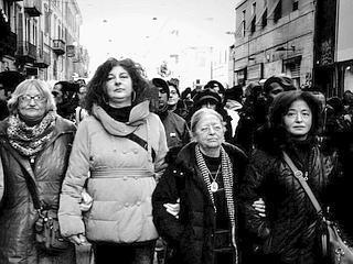 Da sinistra Rosa Piro, Patrizia Moretti, Heidi Giuliani, Lucia Uva, al corteo per Dax (Roberto Mastore)