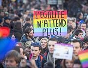 Un corteo pro nozze gay a Parigi (Ap)