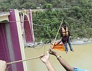 Il corpo di Sailendra Nath Roy sopra il fiume Teesta