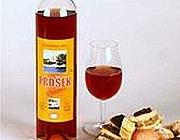 Una bottiglia di Prosek (dal sito content.mail.ru)