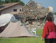 San Felice: campo sfollati vicino alle rovine