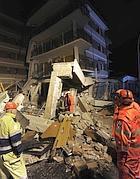 Le macerie della Casa dello Studente all'Aquila, devastata dal sisma del 6 aprile 2009 (Ansa)