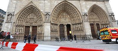 Transenne davanti alla cattedrale di Notre-Dame (Afp/P. Verdy)