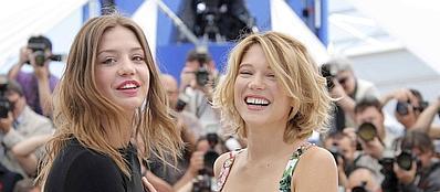 Adele Exarchopoulos a sinistra e Lea Seydoux alla presentazione del film «La vie d'Adele» (LaPresse)