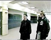Eric Harris e Dylan Klebold, gli autori della strage di Columbine (26 febbraio 2004) ripresi dalle telecamere della scuolaI due autori del massacro