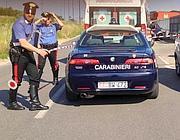 I carabinieri nel luogo dove è stato trovato il bimbo (Ansa)