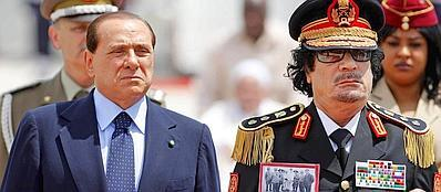 Berlusconi e Gheddafi insieme a Roma nel 2009 (Ansa)