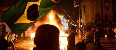 Un momento delle proteste a Rio de Janeiro (Afp)