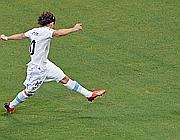 Forlan segna il gol del 2-1 per l'Uruguay (Afp/Pinto)