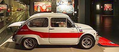 Una parte della mostra dedicata al pittore EnricoGhinato, al Museo dell'Automobile di Torino