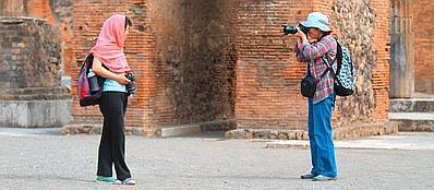 Turisti nel sito di Pompei (Ansa)