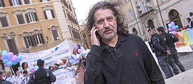Davide Vannoni a una manifestazione in sostegno del metodo Stamina, a Roma (LaPresse)