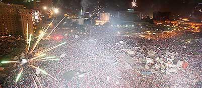L'esplosione di gioia di Piazza Tahrir alla notizia della caduta di Morsi (Reuters)