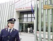 Il tribunale di Napoli (Controluce)