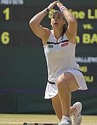 Match point: Bartoli s'inginocchia, incrdula. E' campionessa di Wimbledon (Reuters)