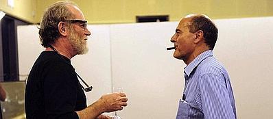 Francesco De Gregori, 62 anni, con l'ex segretario del Pd Pierluigi Bersani, 61 anni, alla festa democratica di Pesaro il 27 agosto 2011 (Ansa)