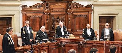 Il presidente sezione feriale della Corte di Cassazione Antonio Esposito legge la sentenza (Ansa)