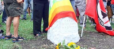 Il blocco di granito in memoria di Carlo Giuliani (Ansa)
