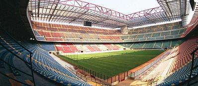 Tutto pronto a San Siro per l'inizio del campionato 2013-2014 (Fotogramma)