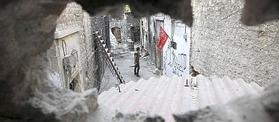 Un soldato dell'Esercito di Liberazione della Siria ad Aleppo (Reuters/Salman)