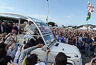 Il Papa fra i disoccupati di Cagliari«Dove non c'è lavoro manca la dignità»