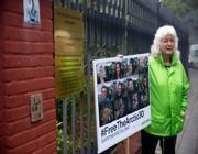 Il direttore di Greenpeace Olanda, Sylvia Borren all'esterno dell'ambasciata russa a l'Aja (Afp)