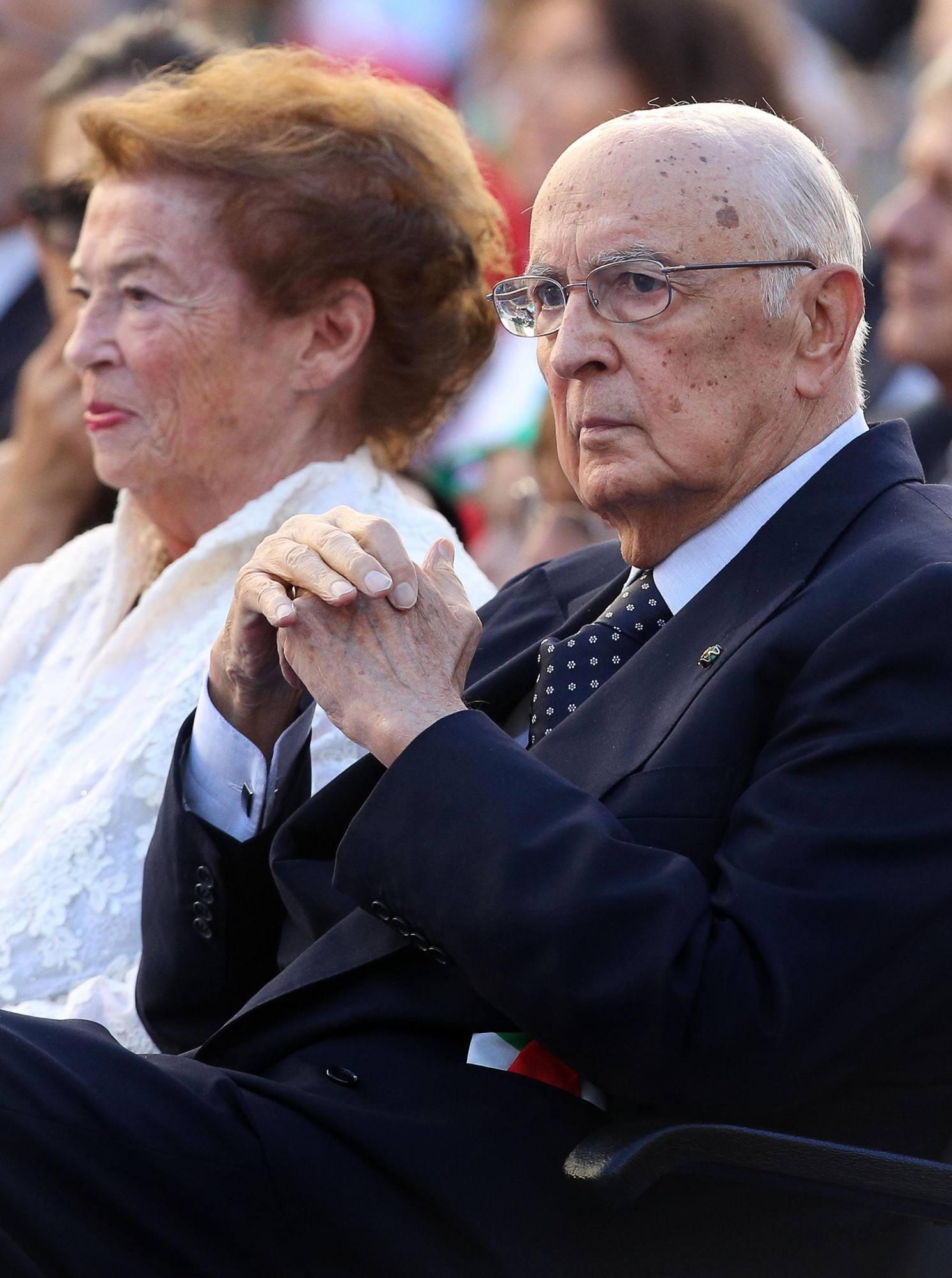Il presidente Napolitano con la moglie Clio  (Ansa)
