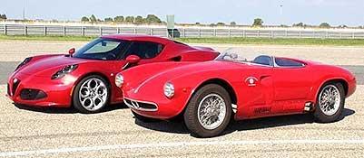 L'Alfa Romeo 4C affiancata alla 2000 sportiva prototipo realizzato da Bertone nel 1954