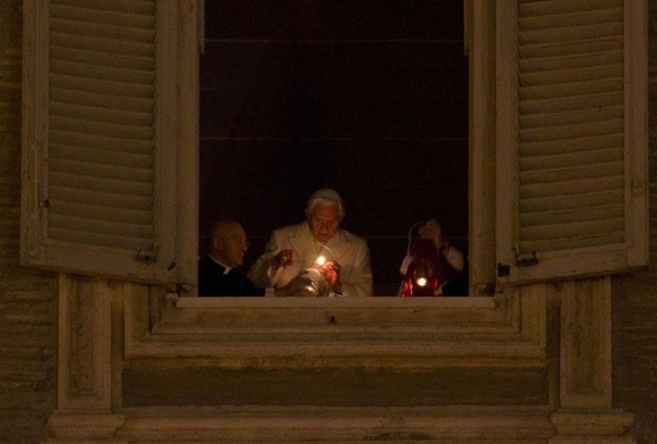 Vaticano benedetto xvi celebra la messa di natale - Finestra del papa ...