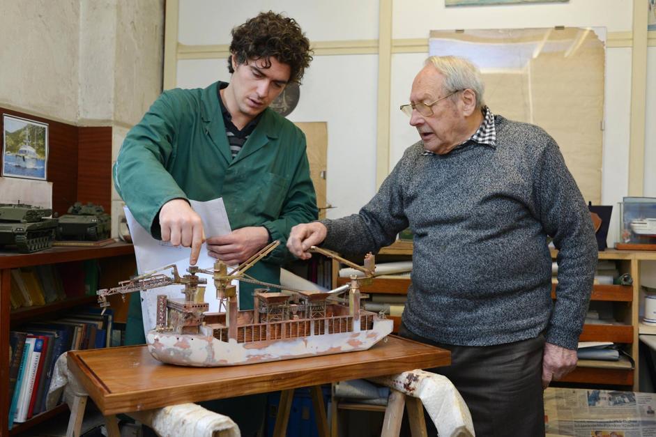 L 39 artigiano dello shipping e i suoi ragazzi di bottega for Costruttore di piccole case online