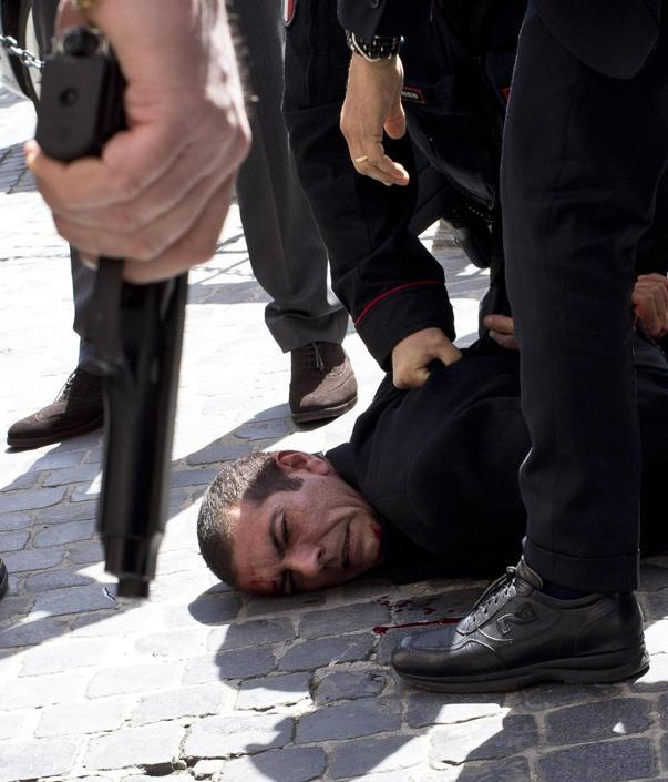 L'uomo � rimasto ferito in maniera lieve (Ansa/Percossi)