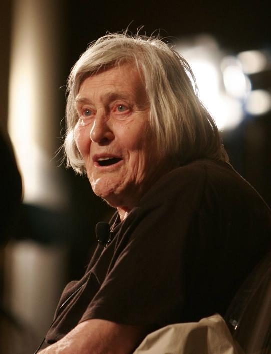Margherita Hack nel 2006 durante un incontro con il pubblico per raccontare il mai dimenticato libro Pinocchio di Collodi (Ansa)