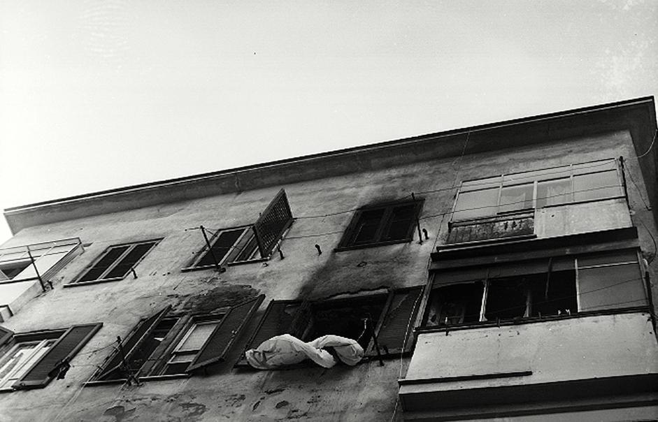 L'appartamento della famiglia Mattei a Primavalle a Nord Ovest di Roma dove morirono carbonizzati i fratelli Stefano e Virgilio (Ansa)