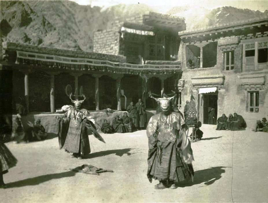 Danze buddiste simboliche, spedizione De Filippi in India e Asia centrale 1913-1914, Ladakh, India, foto di Giotto Dainelli