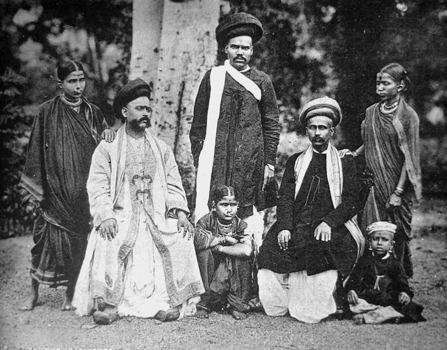 Famiglia di casta brahmina, collezione ?Bandini?, India, 1903, foto di anonimo