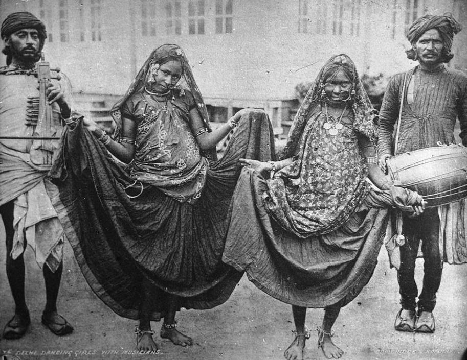 Ballerine con musicisti, collezione ?Bandini?, Delhi, India, 1903, foto di anonimo