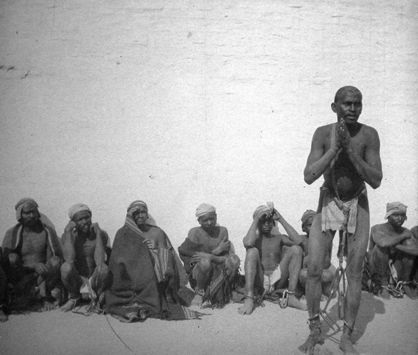 Gruppo di schiavi o prigionieri Bhil, collezione ?Bandini?, India, 1903, foto di Gino Bandini