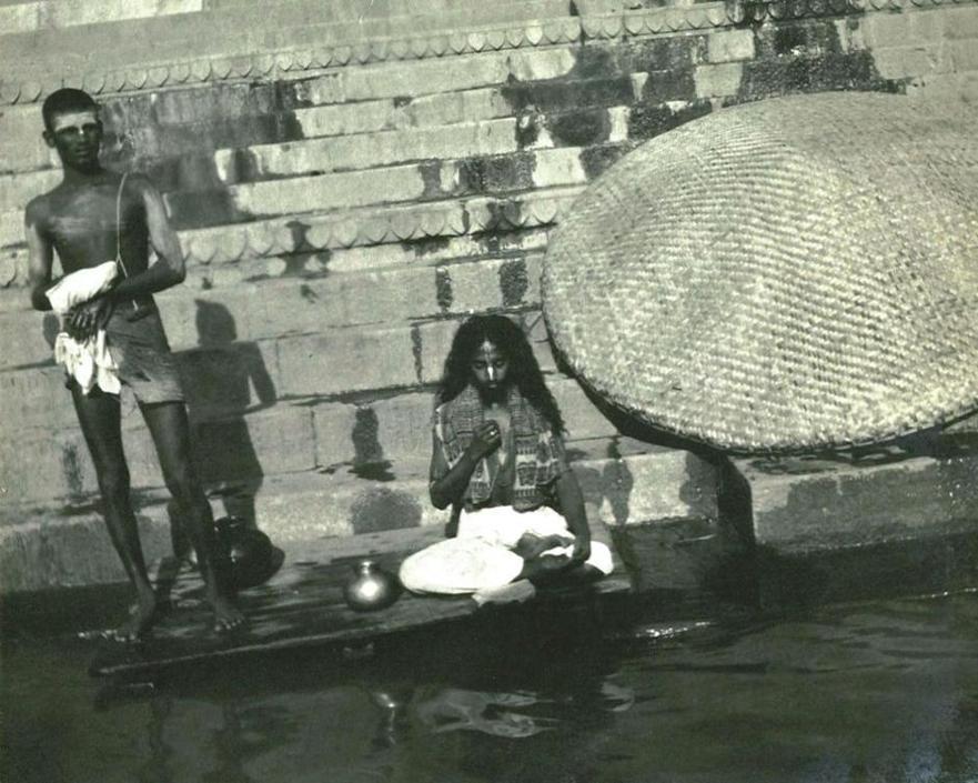 Adoratori dell?acqua, collezione ?Piscicelli?, Benares, Uttar Pradesh, India, 1913-1914, foto di Maurizio Piscicelli