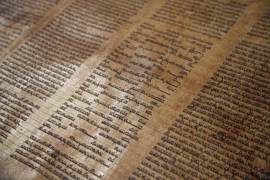 Era alla Biblioteca universitaria di Bologna, ma nessuno lo sapeva: si tratta della Torah, la Bibbia ebraica più antica del mondo (Ansa/Nucci)