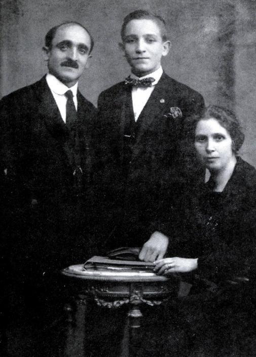 La famiglia paterna di Papa Francesco: il nonno Juan Bergoglio  il padre Mario Jose Francisco bergoglio e la nonna Rosa Margarita Vasallo (Ansa)