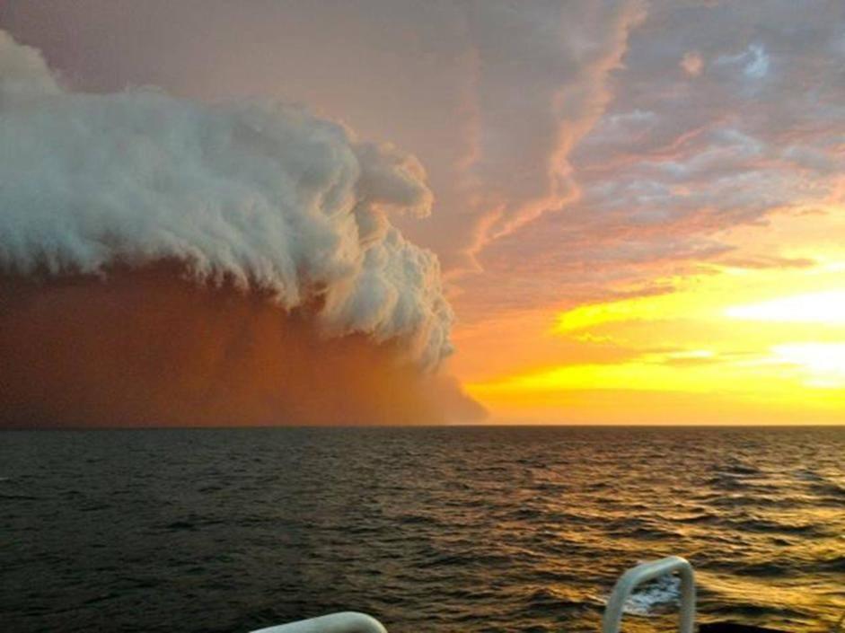 """Tsunami"" di sabbia sull'oceano Onslow_02_941-705_resize"