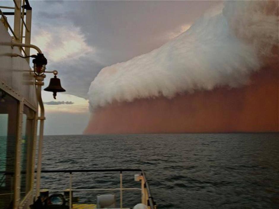 """Tsunami"" di sabbia sull'oceano Onslow_01_941-705_resize"