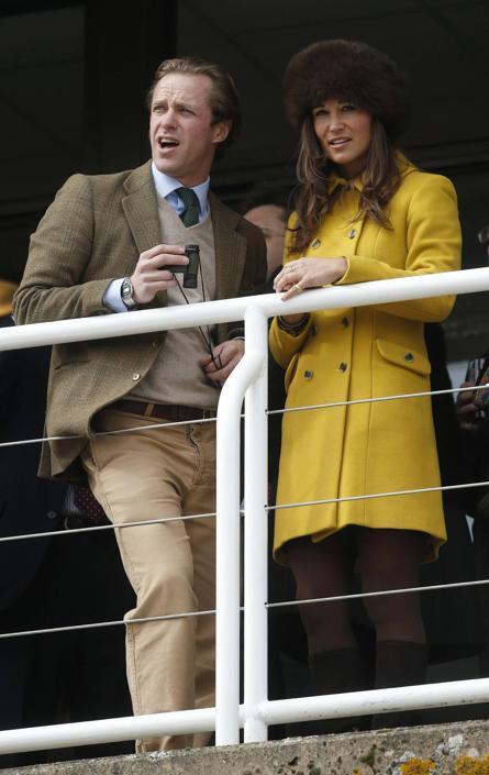 Sorrisi e simpatia tra i due giovani dell'upper class inglese (Reuters)