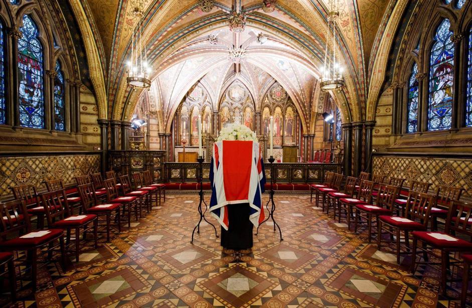 Intanto il feretro di Margaret Thatcher è stato trasportato nella cappella St Mary Undercroft, all'interno di Westminster, da dove mercoledì partirà per la processione verso Saint Paul (Epa/Neal)